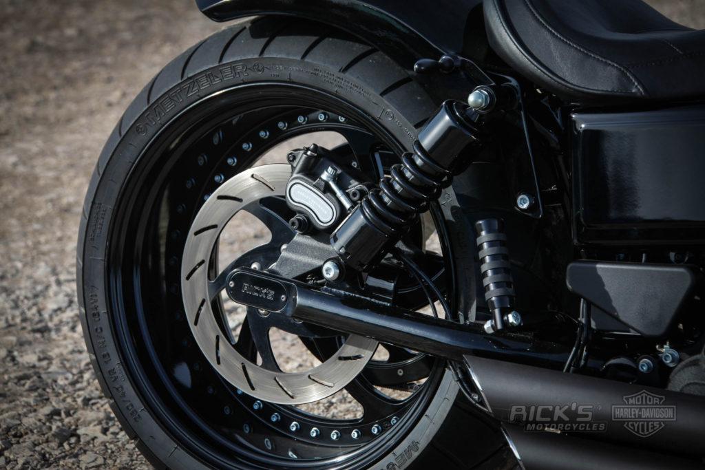 Black Street Bob with 260 tire | Rick`s Motorcycles - Harley