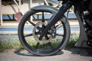 Harley-Davidson Street Glide mit 26 Zoll Vorderrad und Schutzblech