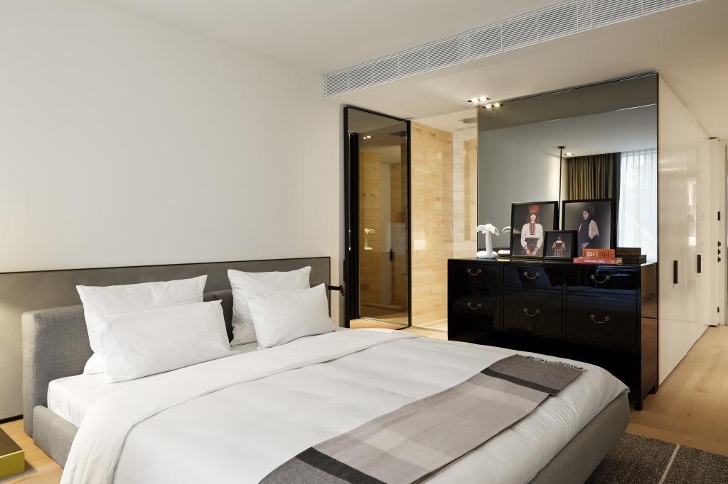 roomers baden baden select room 01 rick s motorcycles harley davidson baden baden. Black Bedroom Furniture Sets. Home Design Ideas