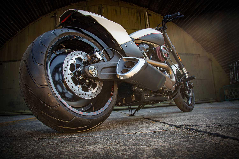 Harley Davidson FXDR Custom Ricks 086 b