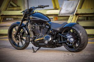 Harley Davidson Milwaukee Eight Breakout black 030