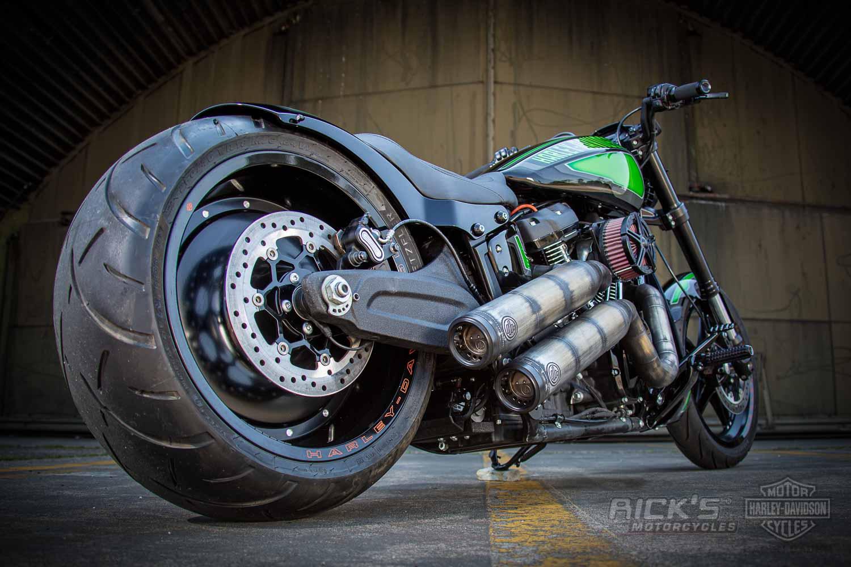 Harley Davidson FXDR Custom Ricks 040